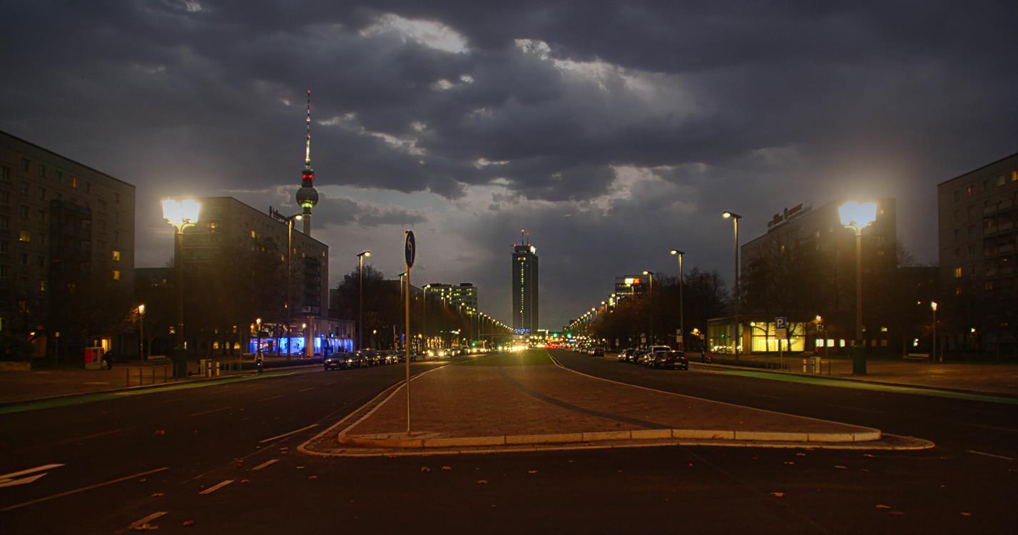 Straßenbeleuchtung Karl-Marx-Allee Berlin - Bildnachweis SPIE